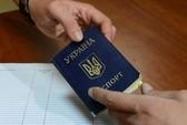 """Hộ chiếu - hàng """"nóng"""" ở Ukraine"""
