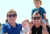 """Elton John khởi kiện báo Pháp tung tin """"vịt"""""""