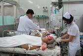 Bị xe tông, 15 người Việt thương vong ở Campuchia