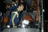 Xe buýt chở Fenerbahce và Dirk Kuyt bị bắn