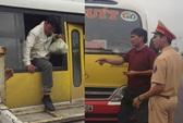 """Tài xế xe buýt nhái """"nhồi nhét"""" khách còn thách đố CSGT"""