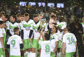 """""""Chân gỗ"""" Bendtner lập công, Wolfsburg hạ Bayern Munich giành Siêu cúp Đức"""
