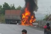 Xe máy nổ dưới gầm container, 2 người thiệt mạng