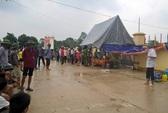 Mang thi thể người bị tai nạn giao thông tới UBND xã