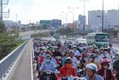 Gây tai nạn trên cầu Sài Gòn, tài xế xe ba gác rồ ga bỏ trốn