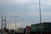 Xe đầu kéo gây tai nạn liên hoàn trên cầu Phú Mỹ