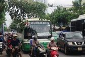"""Để xe giữa đường, 2 tài xế """"đấu khẩu"""", giao thông ùn ứ nghiêm trọng"""