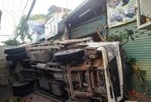 Xe tải tông xe khách, 2 người bị thương