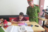 Bắt nhóm gửi bài giải môn sử vào phòng thi bằng iPhone