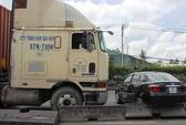 Mất lái, xe container hất văng ô tô 4 chỗ hàng trăm mét