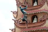 """Thanh niên trèo lên bảo tháp 11 tầng la hét: """"Chúng mày lừa tao"""""""