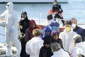 Thuyền chở 650 người bị lật, mới cứu chưa đến 50 người