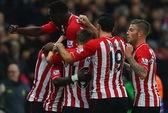 Man United bị Stoke cầm chân, Arsenal thua thảm trước Southampton