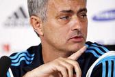 HLV Mourinho, Wenger nghi ngờ Man City lách luật khi mua Bony