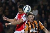 Sanchez ghi bàn thứ 100, Arsenal tấn công ngôi nhì Premier League