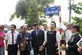 """Tùng Dương ca """"Nhớ mùa thu Hà Nội"""" trên phố Trịnh Công Sơn"""