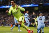 Một tay Luis Suarez nhấn chìm chủ nhà Man City