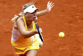 Serena suýt theo chân Wozniacki, Nadal chờ gặp Djokovic ở tứ kết