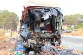 Xe khách tông xe tải, 2 người chết, hàng chục người bị thương