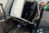 Xe tải gặp nạn, cả gia đình phải nhập viện cấp cứu