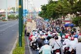 Xe máy được vào làn ô tô trên đường Phạm Văn Đồng, Trường Chinh