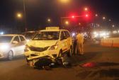 2 cha con bị taxi tông văng hơn 2m ở đường Phạm Văn Đồng