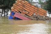 Quảng Bình: Nhiều nơi vẫn chìm trong biển nước