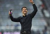 """HLV Simeone dùng iPhone khoe chiến tích ở """"hang hùm"""""""