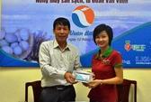 Ông Đoàn Văn Vươn tiếp thị thương hiệu nông sản sạch
