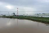 Sông Hậu đang bị đầu độc