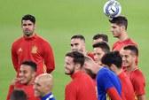 """Morata được đồng đội trao nhiệm vụ """"xé"""" lưới Ý"""