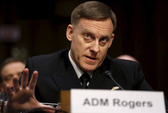 Vị trí lung lay, giám đốc NSA cầu cứu ông Trump?