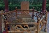 Khối gỗ kỳ lạ dưới đáy giếng cổ ở Bình Định