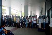 Hàng trăm người xếp hàng từ 5 giờ chờ đổi giấy phép lái xe