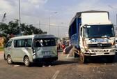 Xe tải tông ô tô, nhiều hành khách kêu cứu