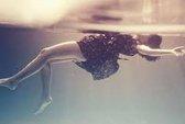 Bị ép quan hệ tình dục, cô gái nhảy xuống hồ thoát thân