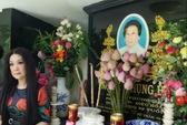 NS Mỹ Châu bất ngờ viếng mộ NSND Phùng Há trong ngày giỗ