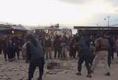 """Bị lính IS cưỡng hiếp rồi nhận án tử vì """"ngoại tình"""""""