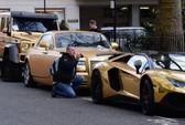 """""""Biệt đội"""" siêu xe mạ vàng gây xôn xao London"""
