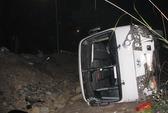 Xe chở khách đi lễ bị lật, 19 người nhập viện