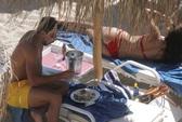 Khedira giải sầu bên siêu mẫu bikini nóng bỏng