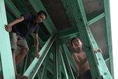 Sự thật những đứa trẻ bị bỏ rơi dưới dạ cầu ở TP HCM