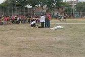 Bị phạt thẻ đỏ, cầu thủ bắn chết trọng tài ngay trên sân