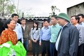 Thủ tướng xót xa khi đến thăm nhân dân vùng lũ Bình Định