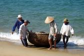 4 ngư dân rơi xuống biển, 3 người mất tích