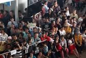 Cận tết, sân bay Tân Sơn Nhất tràn ngập người