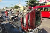 Ô tô văng vào xe máy, một thanh niên tử nạn, kẹt xe kéo dài