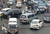 Vợ lao xe vào xe chở chồng và nhân tình
