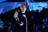 Ed Sheeran - nghệ sĩ đầu tiên nhận giải Moon Person MTV VMAs 2017