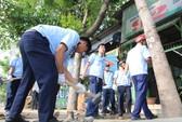 Dân vỗ tay khi thấy lãnh đạo quận Bình Tân